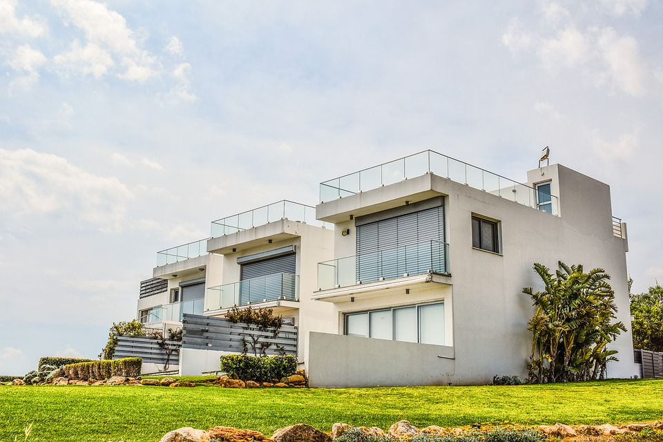 Eigentumswohnungen in einem Haus in der Natur.