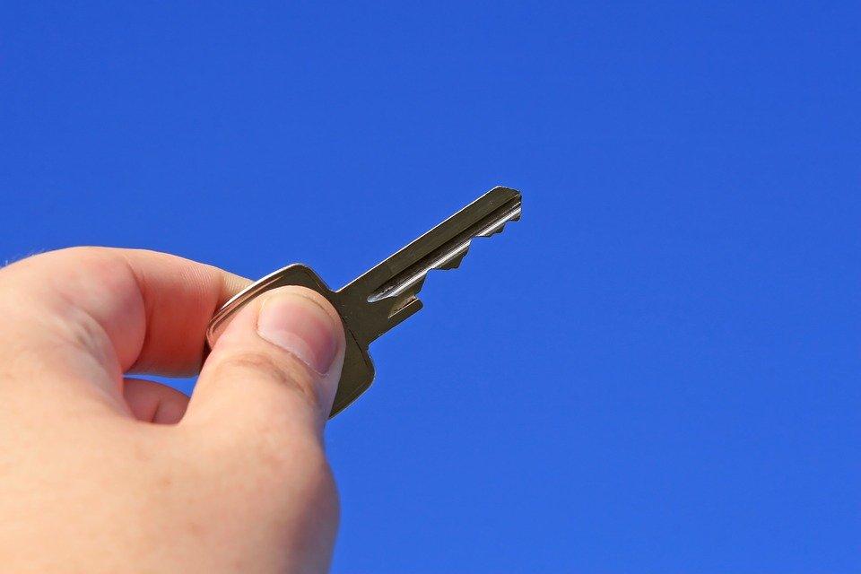 Schlüssel zur eigenen Immobilie: Ioannis Moraitis rät zum Hauserwerb