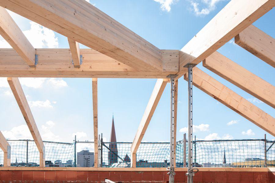 Dachstuhlausbau in Berlin –  ein Projekt von Ioannis Moraitis und der hedera bauwert